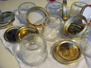 Rinsed jars and lids, ready for the next time
